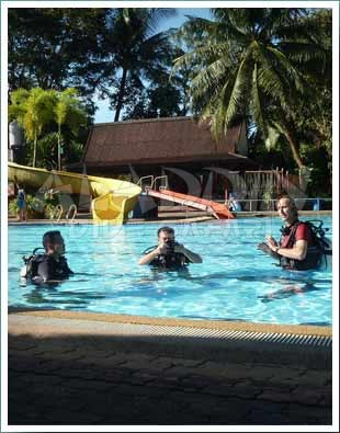 During the confined water session you will learn the first techniques and underwater skills of diving.